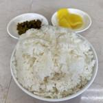 ラーメンショップ長沢 - ライス小とセルフタクアンと高菜