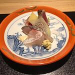 134824316 - 鰹たたき、真鯛、しめ鯖                         いずれも地物!鰹は言うに及ばず!しめ鯖が絶品でした(^^)