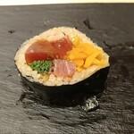 Kagurazaka sushi tamura - とろたく太巻き