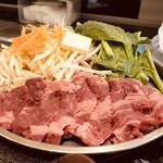 肉屋の正直な食堂 - お肉プレート到着(牛ロース140g)