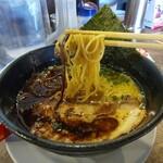 Kawasakishouten - とんこつ黒の麺アップ