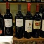 Blanc - お店に入って「赤ワインが飲みたいんですけど、出来れば、フルボディでね。」 って伝えると6種類のワインを出してくれましたよ。 さて、今日は、どのワインで楽しみましょうかね。 迷ってしまいます。