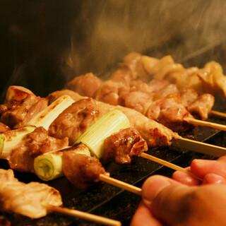 """埼玉県産""""タマシャモ""""の旨味をシンプルに食す「串焼き」も◎"""