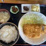 理尾レストラン - 料理写真:三元豚ロースカツ定食