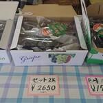 小野田ぶどう園 - 料理写真:【セットあれこれ】 私が妹に送ったのがこちら。 1人で1房余裕で食べられる妹なので、2㎏送っても全然平気。