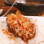 Cray pod curry Ohmiya Seiuemon - 自家製欧風とろとろ牛バラカレー③