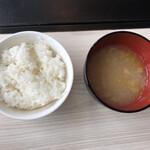プレミアムサフォークダイニング シズオ - ライスとスープ