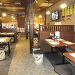 鍛冶屋 文蔵 - 明るく清潔感がある店内 総席数116席