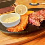 洋食キッチン cocoro - 料理写真:ハラミステーキ200g&エビフライ    2400円