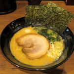 松壱家 - 醤油豚骨750円