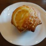ベイカーズワークス - レモンとクリームチーズのマフィン(280円税別)
