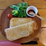 カフェ くまいちご - バタートーストセット(税込み750円)