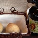 炭火ビストロ&ワイン ラ・ブロシェット - パンとオリーブオイル