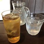 隣の洋食屋さん ブラボーパパ - セットのウーロン茶