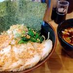 横浜ラーメン 北村家 - スタミナガーリックつけ麺+豚バラトロチャーシュー
