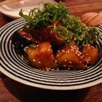 オクワ酒屋 - 揚げ米茄子の辛味噌和え