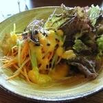 エヌズ キッチン - シェフのおまかせランチ ¥1575 にんじんとサニーレタスのサラダ