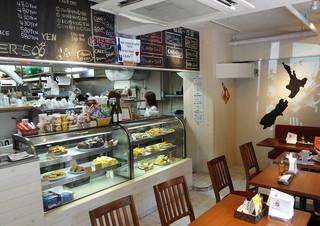 キウイ キッチン - 壁には〜ニュージーランドの地図!
