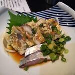 海鮮居酒屋 龍馬屋 - ウツボの煮こごりとシメサバ  これで軽く二杯のんだ。 ウツボ煮こごり  次は何年先に食べることができるか