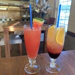 アランチャ - スイカジュースとブルーベリーと柑橘のソーダ