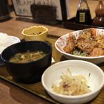 土鍋炊ごはん なかよし はなれ - チキン竜田とピリ辛胡麻ダレ定食