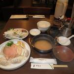 13492145 - 日替り鍋ランチ:ギョーザ&とりの スタミナ鍋(ニンニクしょうゆ味) 野菜バー食べ放題 609円