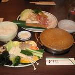 13492276 - 週替り鍋:鶏赤だし鍋 野菜バー 食べ放題 819円