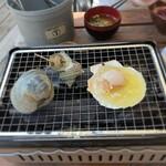 いしだ商店 - いしだ商店@根府川 メニュー ○得貝セット 焼き台で焼きます