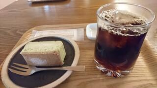 喫茶葦島 - 珈琲とチーズケーキのセットにすると200円安い!
