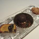 コポンノープ - フルーツパウンド、トリュフ、ナッツクッキー
