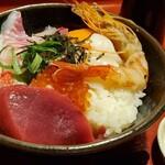魚眞 - 海鮮丼!プリプリです!