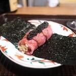 京天神 野口 - サーロインのお肉で巻いたお寿司。海苔も高級。