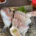 焼肉 とんがらし - 釣った真鯛1は刺身で。