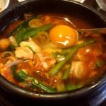 スンドゥブチゲタン - 半分ぐらいになったは卵をイン!