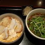 蕎麦由々 金王庵 - ヒレカツ丼と水菜たっぷりホルモンそば