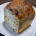 134969904 - グリーンレーズンパン