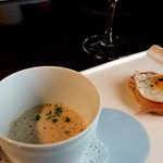 アルピーヌ - 季節のポタージュとうずらの卵のトリュフ風味