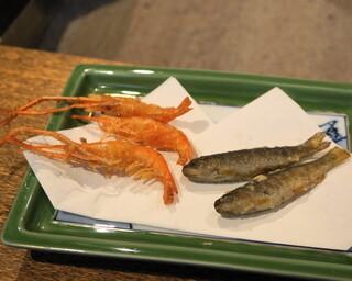 柳家 - 2012.6 3品目は川海老の唐揚とアマゴの稚魚の唐揚(撮影前に一部食べてしまっています)
