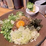 まぜそば 凜々亭 - 台湾まぜそば990円(普通盛り)スープ、追い飯付き