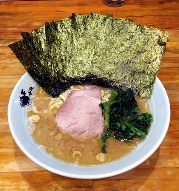 洞くつ家 - ラーメン750円麺硬め。海苔増し100円。
