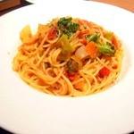 ラ・パウザ 小麦の家 - 彩り野菜のトマトソースパスタ