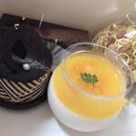 ケーキハウス アルディ - 料理写真:オレンジ杏仁豆腐  ごまシュークリーム 他2種