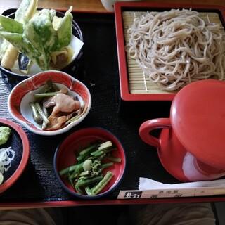 道の駅 番屋 レストラン - 料理写真:天ざるそば1350円
