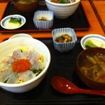 13503866 - すずきの刺身丼_800円(ランチにて)