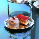 ソマーハウス - 桃とベリーのムースケーキ、桃のレアチーズケーキ