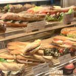 135047795 - 上から、パン、パン、甘いの...