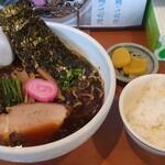135048815 - 冷たい濃口醤油ラーメン(税込770円)と小ライス(税込100円)