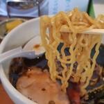 135048825 - 冷たい濃口醤油ラーメン(箸上げ)