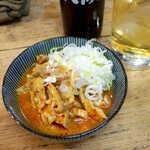 かとりや - かとりや漬け(¥396)。ガツ(豚胃)の酢漬けで、酸っぱ辛い味付け。やきとん屋らしい一品