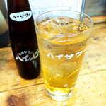 かとりや - ハイッピーレモン(¥440)。ホッピー同様、甲類焼酎を割って飲む。ビールとレモンサワーの中間的な味?